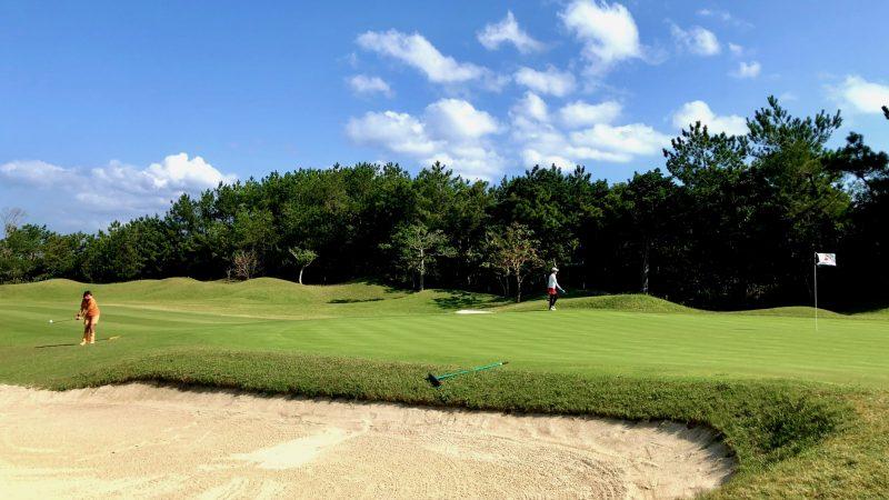 GEN-TENゴルフコースレッスン沖縄キャンプ喜瀬CCアプローチショットの写真
