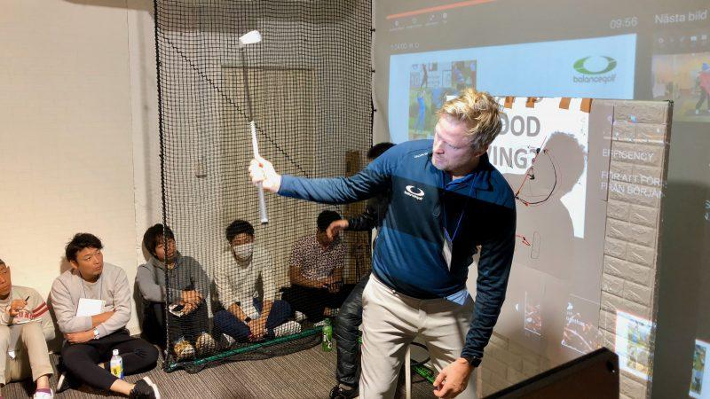 GEN-TENゴルフコースレッスンスイングカタリストセミナーダウンスイングの説明の写真