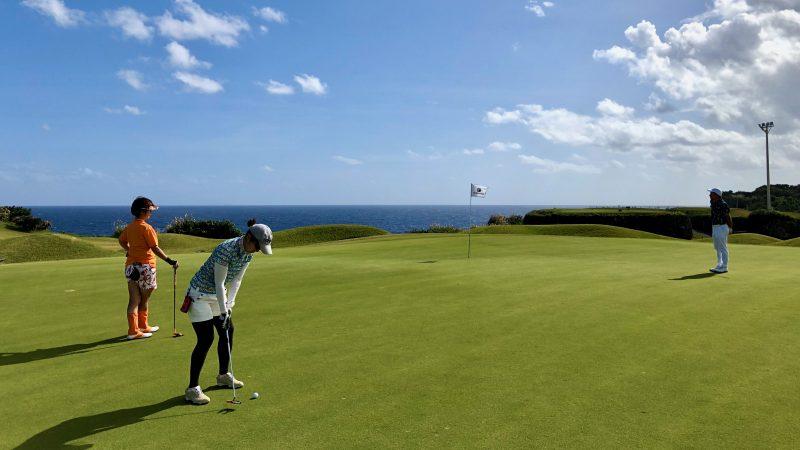 GEN-TENゴルフコースレッスン沖縄キャンプザ・サザンリンクスGCパッティングの写真