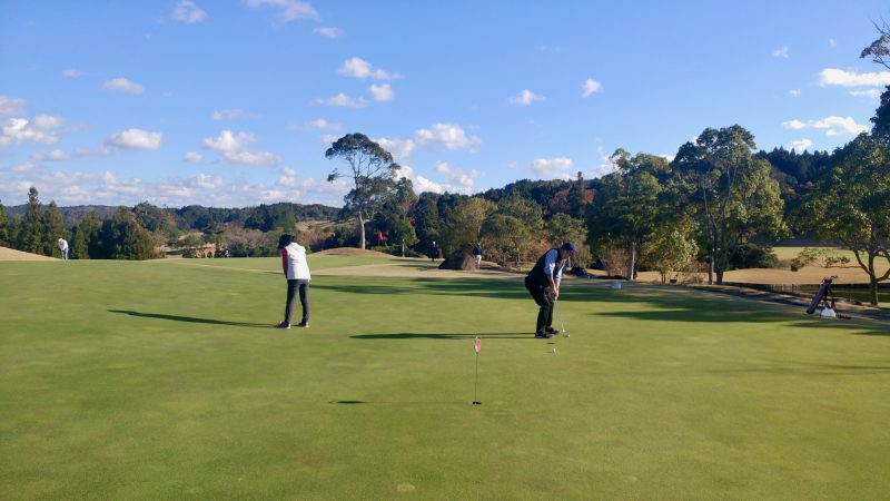 GEN-TENゴルフコースレッスンショートゲームミドルパットの写真