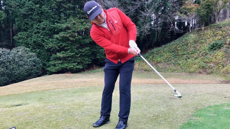 GEN-TENゴルフコースレッスン初心者アプローチフォローの写真