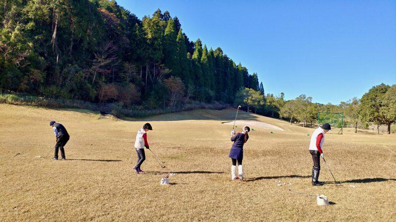 GEN-TENゴルフコースレッスンショートゲーム30yアプローチ後方からの写真