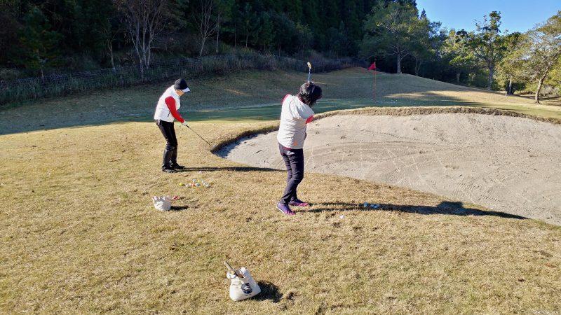 GEN-TENゴルフコースレッスンショートゲームバンカー越えアプローチの写真