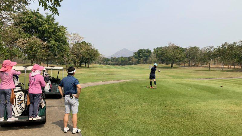 GEN-TENゴルフコースレッスンスプリングフィールドロイヤルCCアイアンショットの写真