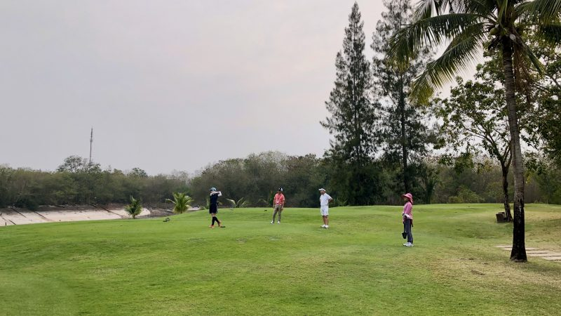 GEN-TENゴルフコースレッスンスプリングフィールドロイヤルCCティショットの写真
