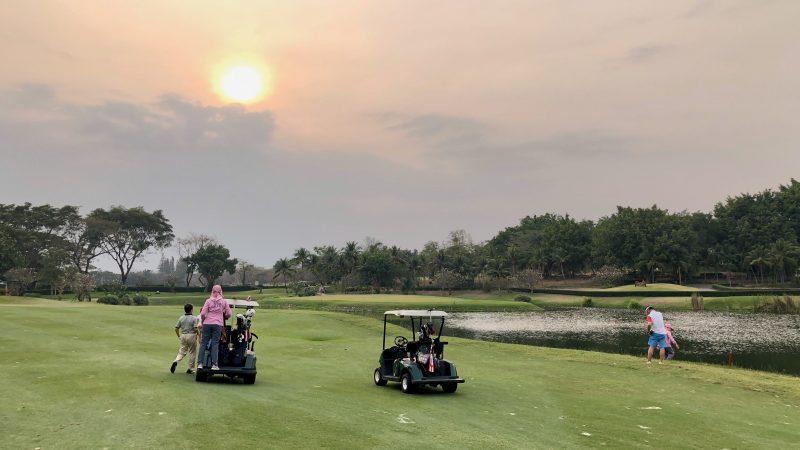 GEN-TENゴルフコースレッスンスプリングフィールドロイヤルCCコースと夕陽の写真