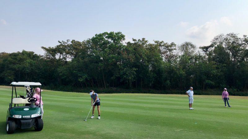 GEN-TENゴルフコースレッスンスプリングフィールドロイヤルCCセカンドショット正面からの写真