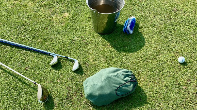 GEN-TENゴルフコースレッスンスプリングフィールドロイヤルCCクラブとボールの写真