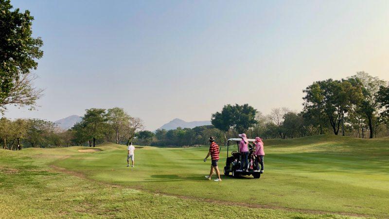 GEN-TENゴルフコースレッスンスプリングフィールドロイヤルCCフェアウェイとラフの写真