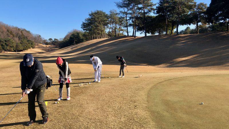 GEN-TENゴルフコースレッスンビギナーレッスン定点練習アプローチの写真