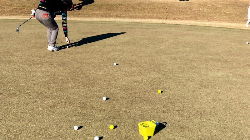 GEN-TENゴルフコースレッスンビギナーレッスン定点練習ボール拾いの写真
