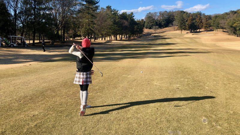 GEN-TENゴルフコースレッスンビギナーレッスンラウンドアイアンショットの写真