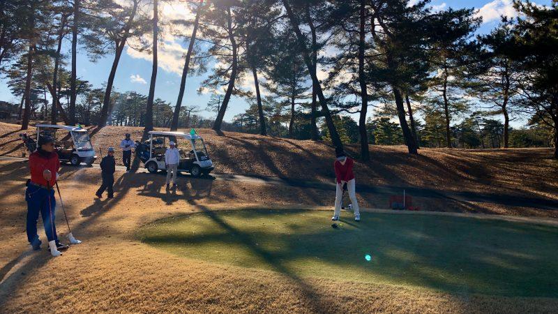 GEN-TENゴルフコースレッスンヒントラウンドティショットの写真