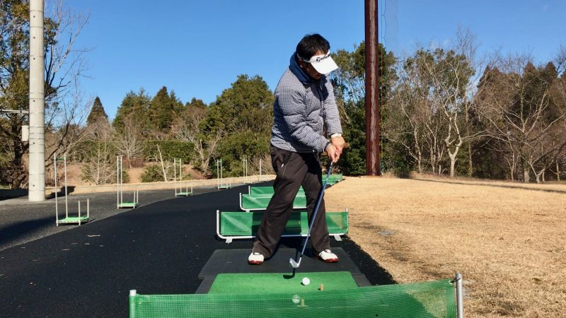 GEN-TENゴルフコースレッスンスライス矯正肩が開いたインパクトの写真