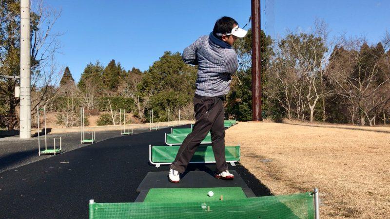 GEN-TENゴルフコースレッスンスライス矯正左肘が引けたフォロー正面からの写真