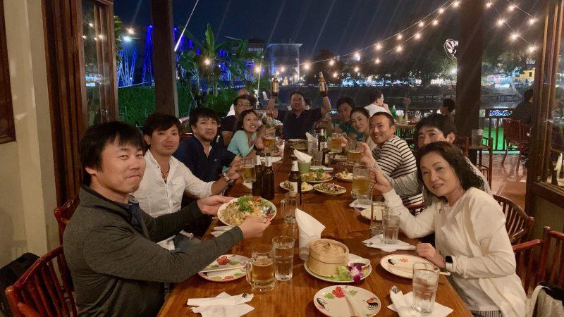 GEN-TENゴルフコースレッスン強化合宿アルパインGR夕食乾杯の写真