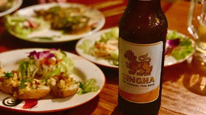 GEN-TENゴルフコースレッスン強化合宿アルパインGRビールと料理の写真