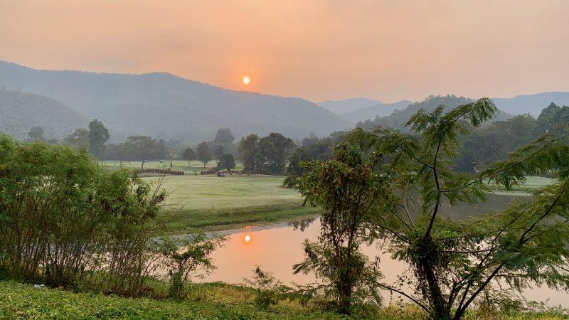 GEN-TENゴルフコースレッスン強化合宿アルパインGR夕陽の写真
