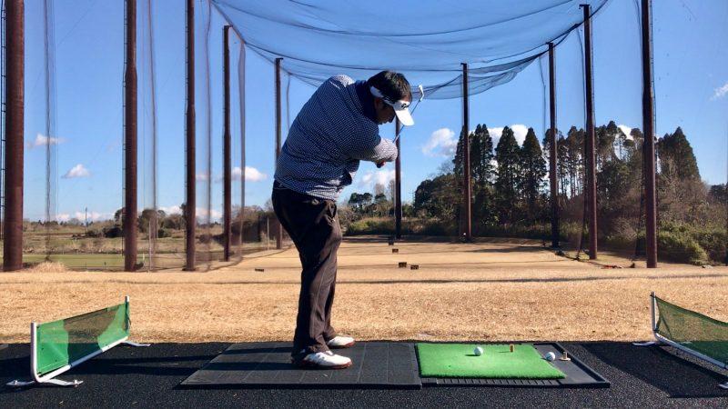 GEN-TENゴルフコースレッスンスライス矯正正しいフォロー後方からの写真