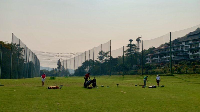 GEN-TENゴルフコースレッスン強化合宿アルパインGRドライビングレンジの写真