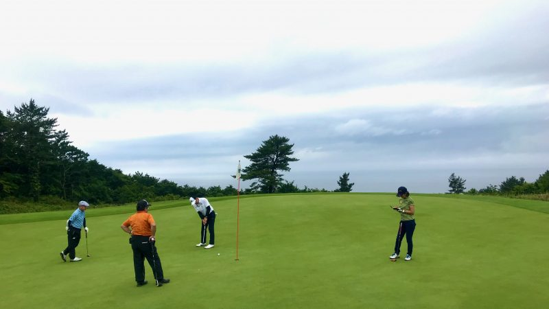 GEN-TENゴルフコースレッスンホールインワンパッティングの写真