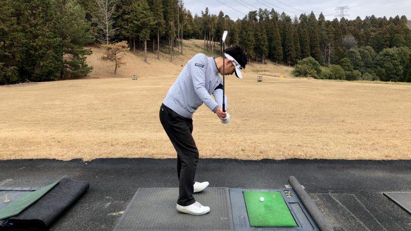 GEN-TENゴルフコースレッスン重心位置アウトサイドバック右足つま先左足カカト重心の写真