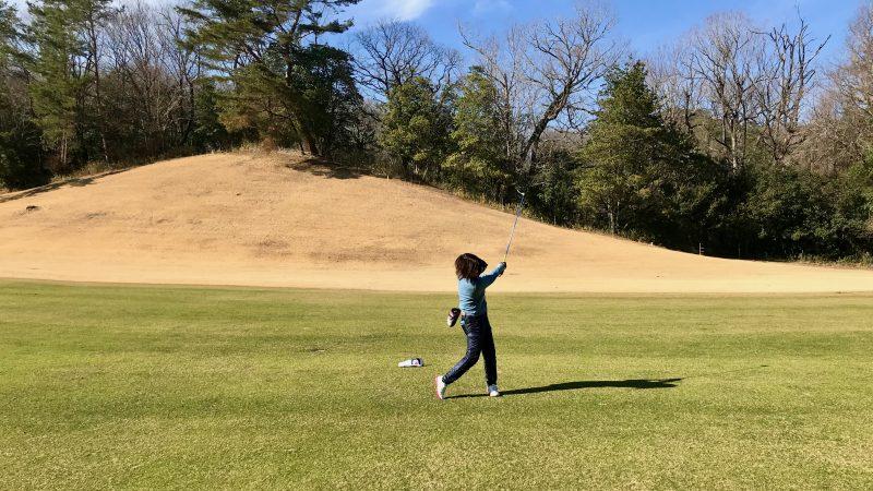 GEN-TENゴルフコースレッスン千刈CCハーフラウンドフェアウェイウッドショットの写真