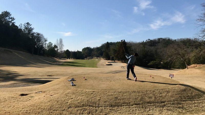 GEN-TENゴルフコースレッスン千刈CCハーフラウンドドライバーショットの写真