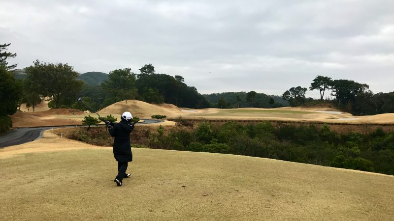 GEN-TENゴルフコースレッスンDC近鉄浜島CC谷越えPar3ティショットの写真