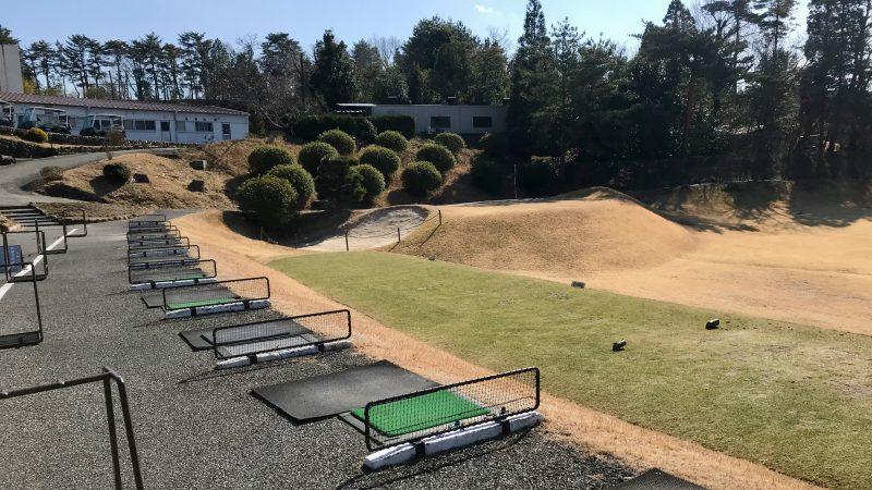 GEN-TENゴルフコースレッスン千刈CCドライビングレンジ右からの写真