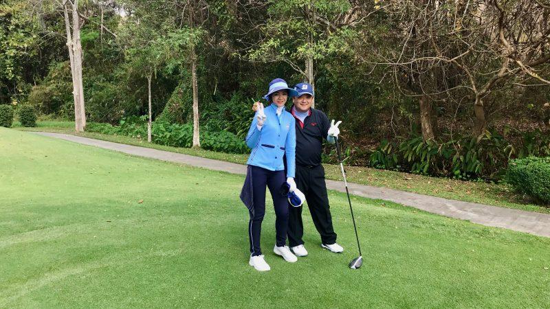 GEN-TENゴルフコースレッスンアルパインGRキャディと2ショットの写真