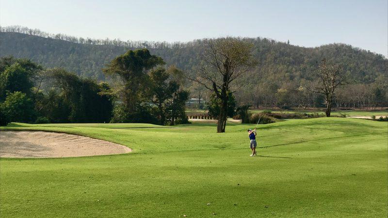 GEN-TENゴルフコースレッスンアルパインGRセカンドショット前からの写真