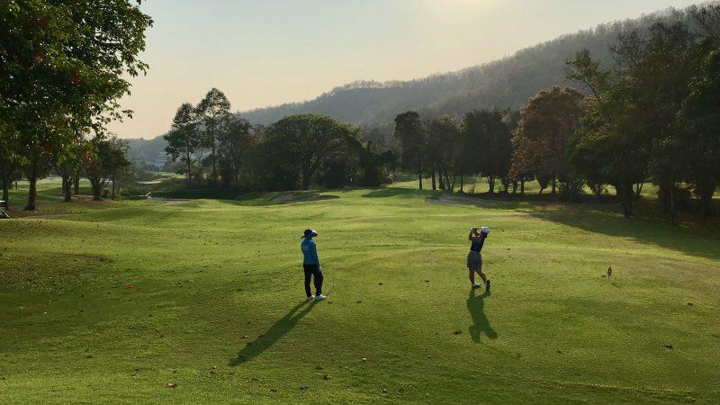 GEN-TENゴルフコースレッスンアルパインGRティショットの写真