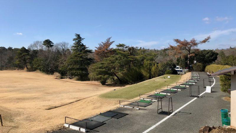 GEN-TENゴルフコースレッスン千刈CCドライビングレンジ左からの写真