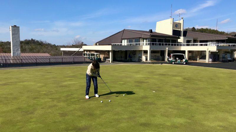 GEN-TENゴルフコースレッスン千刈CCパッティングレッスン後方からの写真